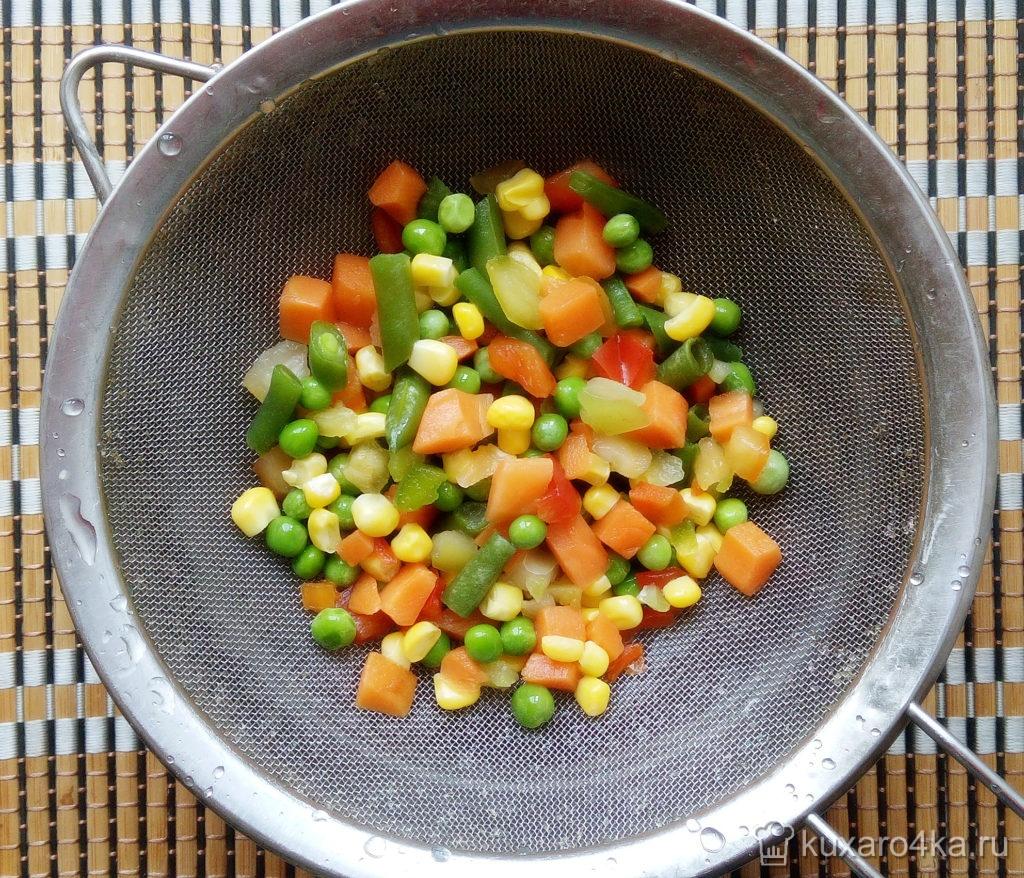 Подготавливаем овощную смесь